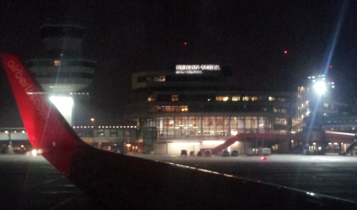 Berlin Tegel: Abflug in kalter Novembernacht