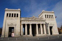 Die Propyläen auf dem Königsplatz.