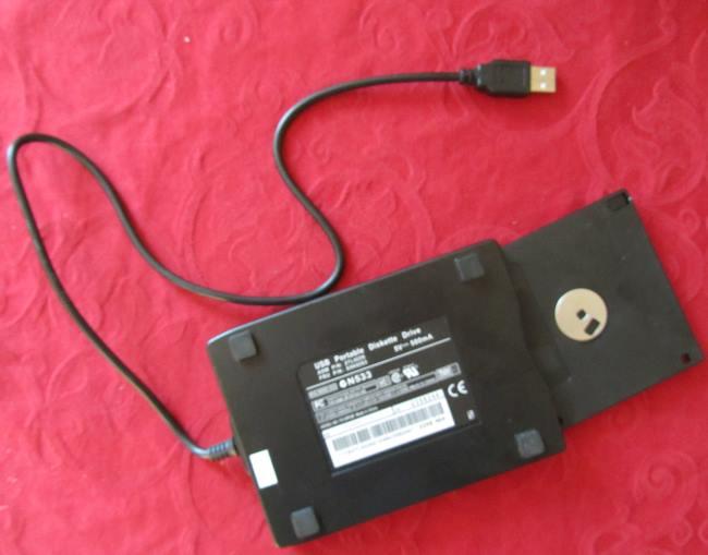 usb-diskettenlaufwerk-mit-diskette-b650